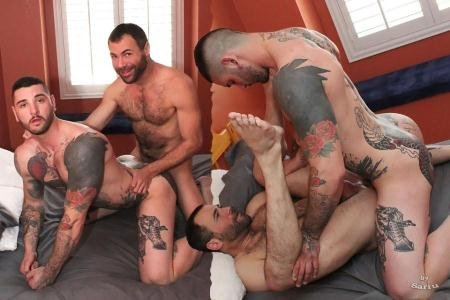 Dusty Williams, Teddy Bryce Michael Roman - Bareback Threesome (7 January 2018) [HD 720p]